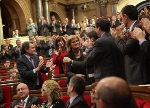 Núria de Gispert is greeted by the Catalan Parliament's MPs after being elected the chamber's President (by O. Campuzano)