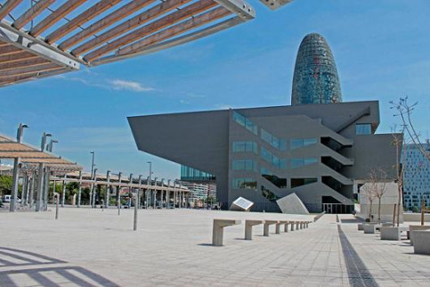 Barcelona's Design HUB and the AGBAR Tower at the Glòries Square (by M. Ferragut)