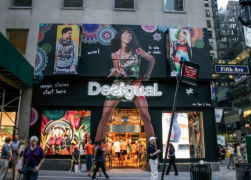 A Desigual shop in New York's 5th Avenue (by Desigual)