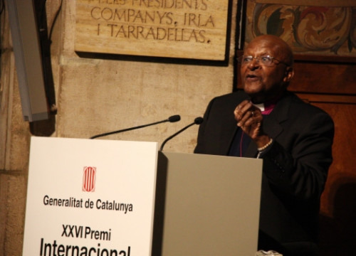 Desmond Tutu giving is acceptance speech (by P. Cortina)