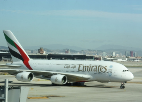 The Emirates A380 arriving at Barcelona El Prat Airport (by E. Romagosa)