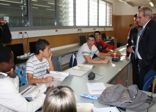 The current Catalan Minister for Education visiting a high-school (by ACN)