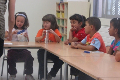 A group of children in a Catalan school (by ACN)