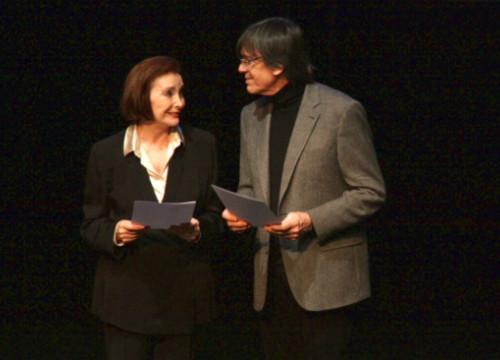 Núria Espert and Josep Maria Flotats reading on stage letters of exiled Catalan intellectuals (by P. Francesch)