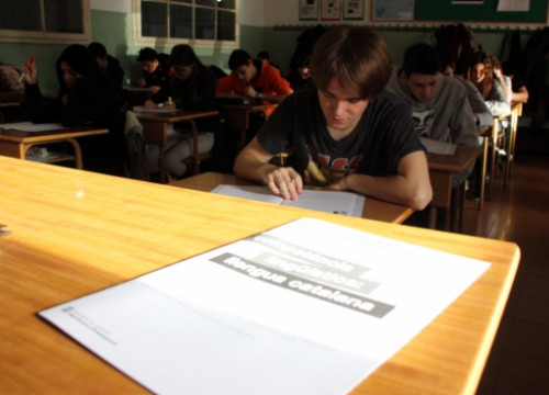 Students taking a Catalan language exam in Lleida, western Catalonia (by ACN)