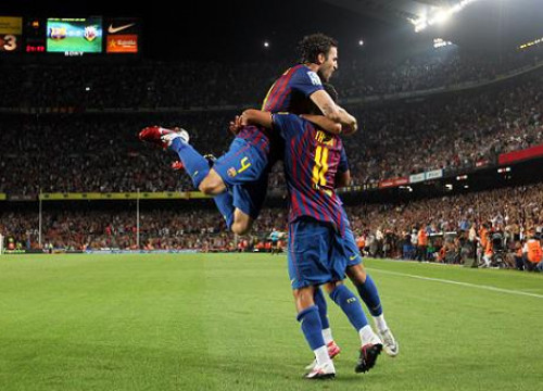 Cesc Fàbregas and Thiago celebrate a goal against Villareal (by FC Barcelona)