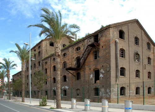 The old factory next to Badalona's seashore, where the Museum will be located (by ACN)