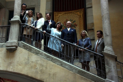 The fake Spanish royal family presenting the musical play in Barcelona (by M. Amengual)