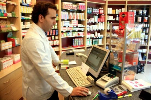 Catalan citizens have to pay 1 euro when buying a prescribed drug at the chemist's (by B. Cazorla)
