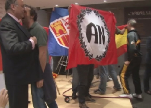 An extreme right-wing and Spanish nationalist group assaulted the Catalan Government delegation in Madrid (by R. Pi)