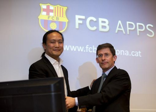 Dídac Lee (left) and Carles Fradera (right) unveiling FCB Apps (by FC Barcelona)