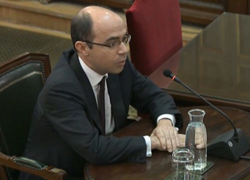 A former high-ranking official at Spain's finance ministry, Felipe Martínez, testifying in the Supreme Court