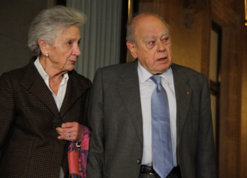Marta Ferrussola and Jordi Pujol after their parliamentary hearing (by B. Fuentes)