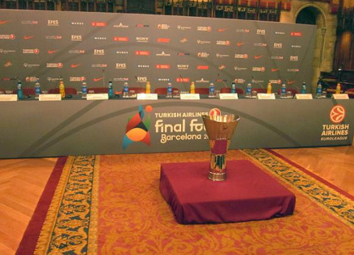 The Euroleague cup at Barcelona's City Hall (by J. Gómez)