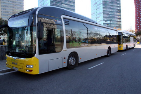 A hybrid bus used in Barcelona's night transport network (Josep Ramon Torné)