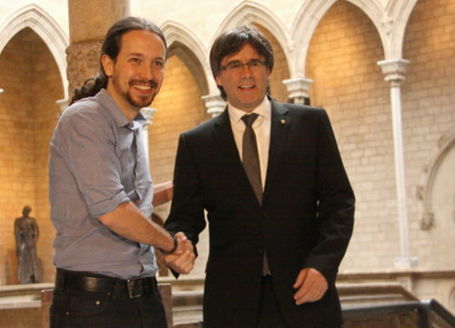 Image of a meeting Puigdemont (right) and Iglesias held in 2016 when the former was Catalan president (by Rafa Garrido)