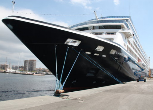 The Azamara Journey, which belongs to an American company, in Palamós (by L.Casademont)