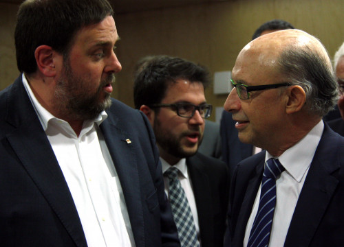 Catalan treasury minister, Oriol Junqueras, and his counterpart, Cristóbal Montoro