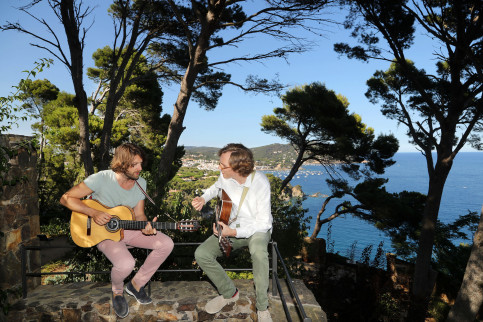 Kings of Convenience just before playing at the Cap Roig festival (by ACN)