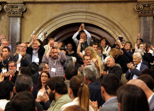 Francoist victims' families in the Catalan Parliament (by ACN)