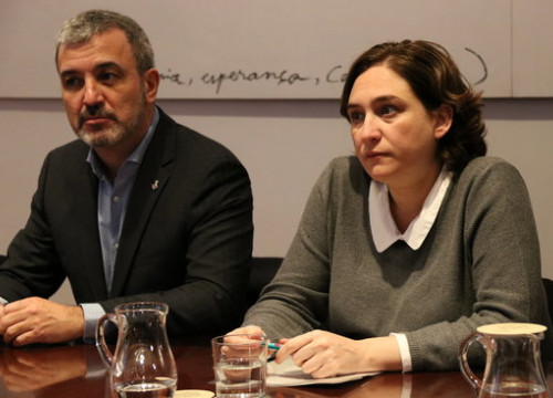The leader of the Socialists in Barcelona, Jaume Collboni, and the acting mayor of the city, Ada Colau, in February 2017 (by Gemma Sánchez)