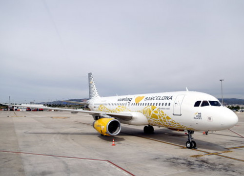 Vueling have informed their passengers of alternative flights available (Josep Ramon Torné)