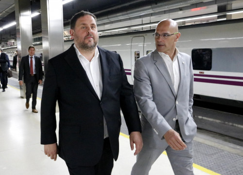 Catalan Vice President Oriol Junqueras and Foreign Affairs Minister Raül Romeva, on their way to Madrid (by Rafa Garrido)