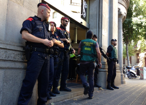 Mossos and Guardia Civil at the operation against Camorra mafia