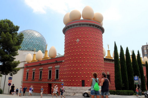 Exterior of the Salvador Dalí museum in Figueres, northern Catalonia. (Photo: Marina López)