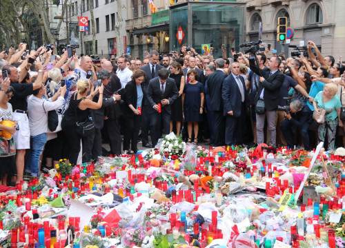 Barcelona mayor Ada Colau and president Carles Puigdemont paying their respects to victims of August attacks (by ACN)