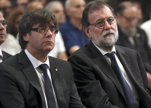 Catalan president Carles Puigdemont (left) and Spanish president Mariano Rajoy (by EFE/Pool)