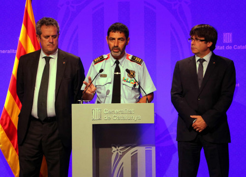 Former Catalan police chief Josep Lluís Trapero (center), former interior minister Joaquim Forn (left), and former Catalan president Carles Puigdemont (right) (by Pere Francesch)