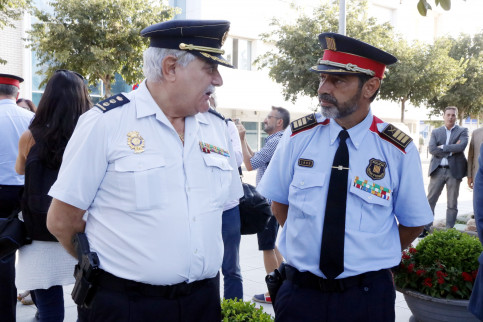 Catalan police chief, Josep Lluiís Trapero (right), with his Spanish counterpart (by ACN)