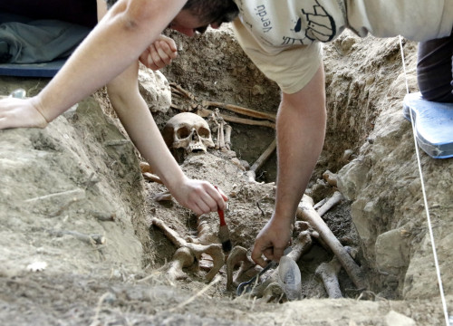 One of the skeletons found in Prats de Lluçanès (by ACN)