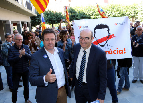 Oliana (left) and El Pont de Suert mayors after appearing on court in La Seu d'Urgell (by Marta Lluvich)