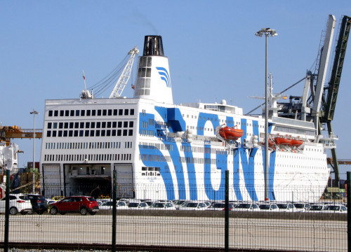 The GNV Azzurro in the Port of Tarragona by order of Spain (by Roger Segura)