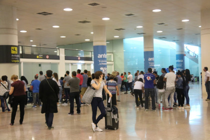 Passengers at Barcelona El Prat airport (by ACN)