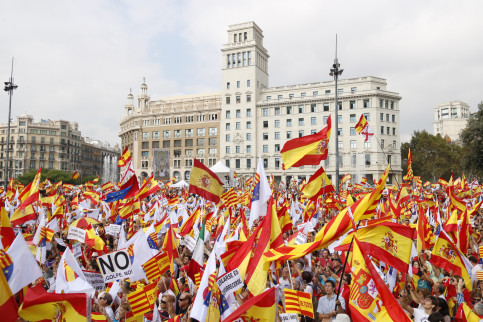 Spanish flags in the rally in Barcelona in favor of Spain's unity (by Patricia Mateos)