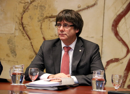 Catalan president Carles Puigdemont at a government cabinet meeting on October 24 (by ACN)