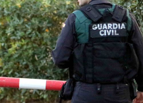 Spanish Guardia Civil police officer (by ACN)