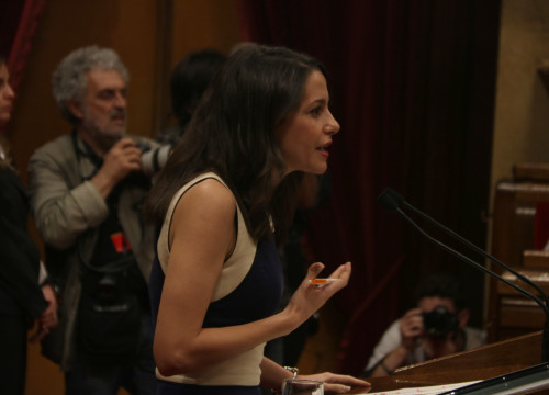 Opposition leader Inés Arrimadas at the Catalan Parliament (by ACN)
