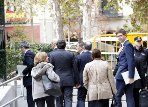 Deposed Catalan ministers Rull, Mundó, Romeva, Turull, Bassa, Forn and Borràs arrive at the Spanish National Court on November 2 (by Rafa Garrido)