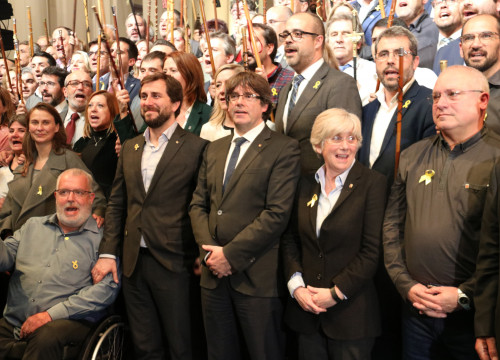 President Puigdemont and the deposed ministers during an event in Brussels with around 200 Catalan mayors