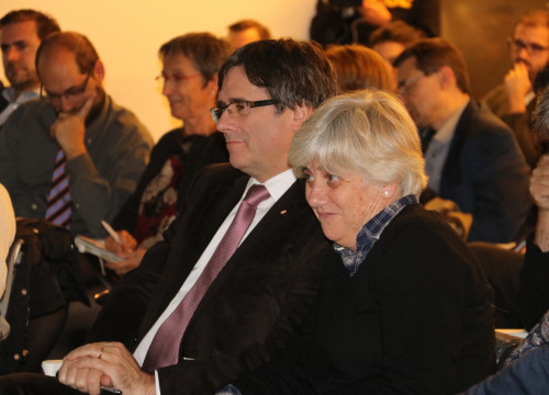 Deposed Catalan president Carles Puigdemont (left) and dismissed minister Clara Ponsatí in Brussels (by Alba Barrionuevo)