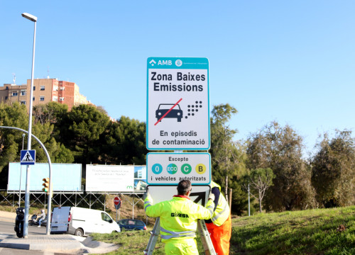 Installation of a 'low emissions zone' sign (by ACN)