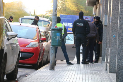 Catalan police with one of the detainees in the Catalan town of Sant Pere de Ribes (by Alex Recolons)