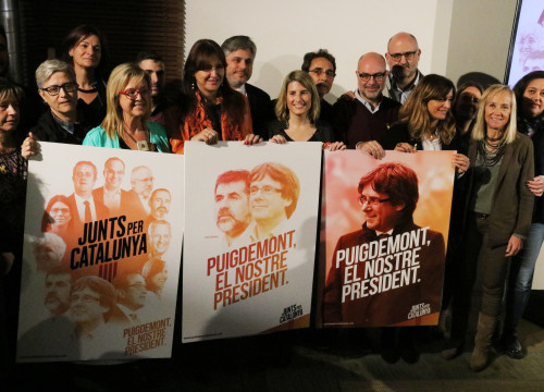 Memebers of the pro-independence Together for Catalonia candidacy pose for a photo with their campaign posters on November 28, 2017 (by Jordi Bataller)
