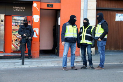 Spanish police officers in the Catalan town of Figueres (by Gemma Tubert)