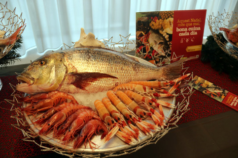 A seafood platter from Mercabarna for Christmas on December 13 2017 (by Àlex Recolons)