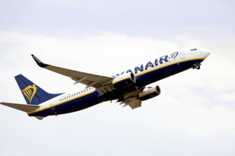 A Ryanair airplane leaves from the Reus airport on December 14 2018 (by Roger Segura)